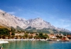 Pohoří tyčící se nad přístavem Baška Voda
